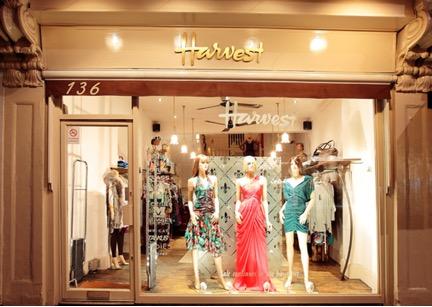 góc chụp cửa hàng thời trang
