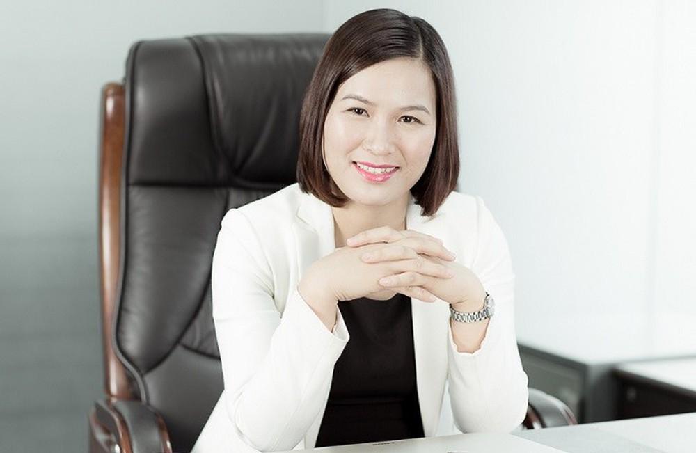 Chụp ảnh phong cách nữ doanh nhân chuyên nghiệp
