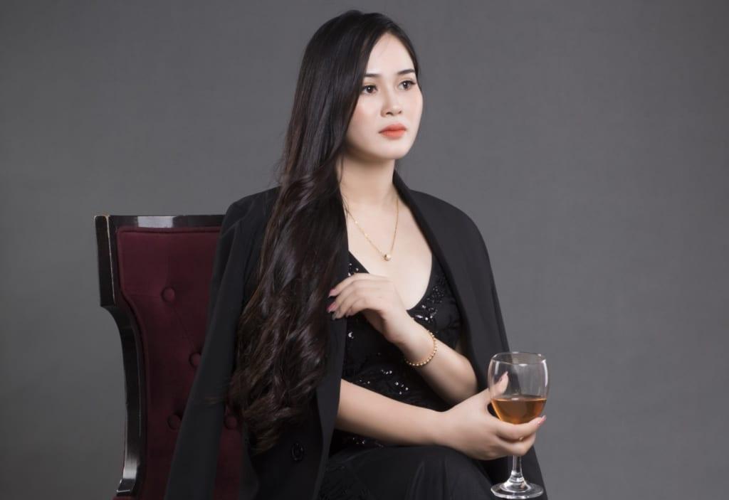 Chụp ảnh nữ doanh nhân đầy quý phái và không kém phần quyến rũ