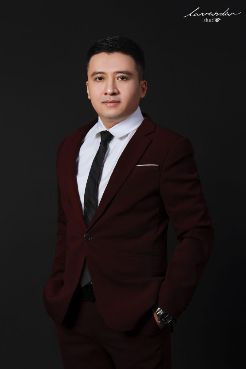 Lựa chọn trang phục phù hợp khi chụp ảnh profile nam thể hiện sự chuyên nghiệp